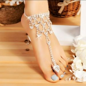 Jewelry - NWT sparkly crystal anklet